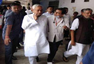 AES से 132 बच्चों की मौत के बाद मुजफ्फरपुर पहुंचे CM नीतीश, मुर्दाबाद के लगे नारे