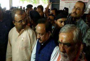 बिहार में बच्चों की मौत पर हो रही राजनीति, अब कांग्रेस ने स्वास्थ्य मंत्री हर्षवर्धन पर कसा तंज