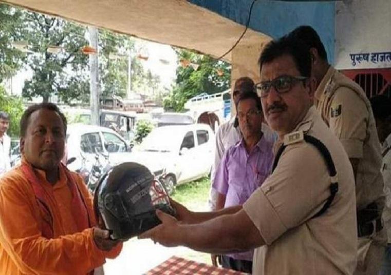 बिहार पुलिस ने दिखाई दरियादिली, बिना हेलमेट और बीमा के चलने पर भी नहीं कोई चालान