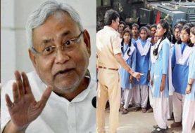 CM नीतीश को छात्राओं ने दिखाया काला झंडा, पुलिस अधिकारियों में मचा हड़कंप