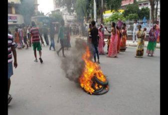 पटना में जलजमाव को लेकर लोगों ने बीच सड़क पर की आगजनी, रोड किया जाम