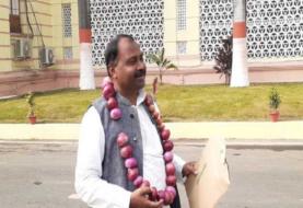 प्याज की बढ़ती कीमतों पर RJD का अनोखा विरोध, बिहार विधानसभा में प्याजा का माला पहनकर पहुंचे विधायक
