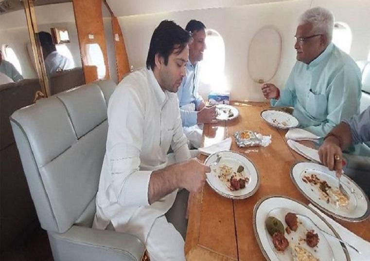तेजस्वी यादव ने चार्टर प्लेन में केक काटकर मनाया बर्थ-डे, BJP ने साधा निशाना
