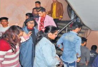 पटना: सिंगर अल्फाज का प्रोग्राम देखने क लिए फैंस हुए बेकाबू, होटल में मचा बवाल