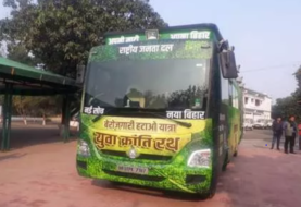 तेजस्वी यादव की हाईटेक बेरोजगारी रथ पर विवाद, बस बीपीएल धारक के नाम