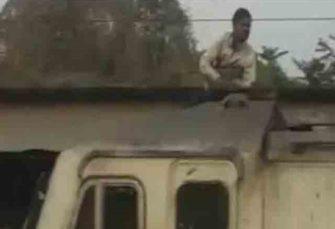 Tik Tok वीडियो बनाने के लिए सुपरफास्ट ट्रेन के इलेक्ट्रिक इंजन पर चढ़ा युवक, फिर हुआ ये