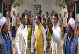 पदाधिकारियों की लिस्ट में जगह नहीं मिलने से भड़के RJD नेता, राबड़ी आवास के बाहर कर रहे हंगामा