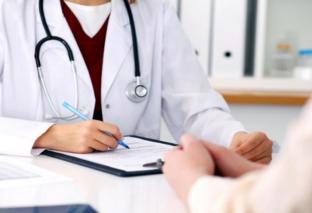 कोरोना महामारी के संकट में ड्यूटी से गायब मिले 198 डॉक्टर, स्वास्थ्य विभाग ने शुरू की बड़ी कार्रवाई